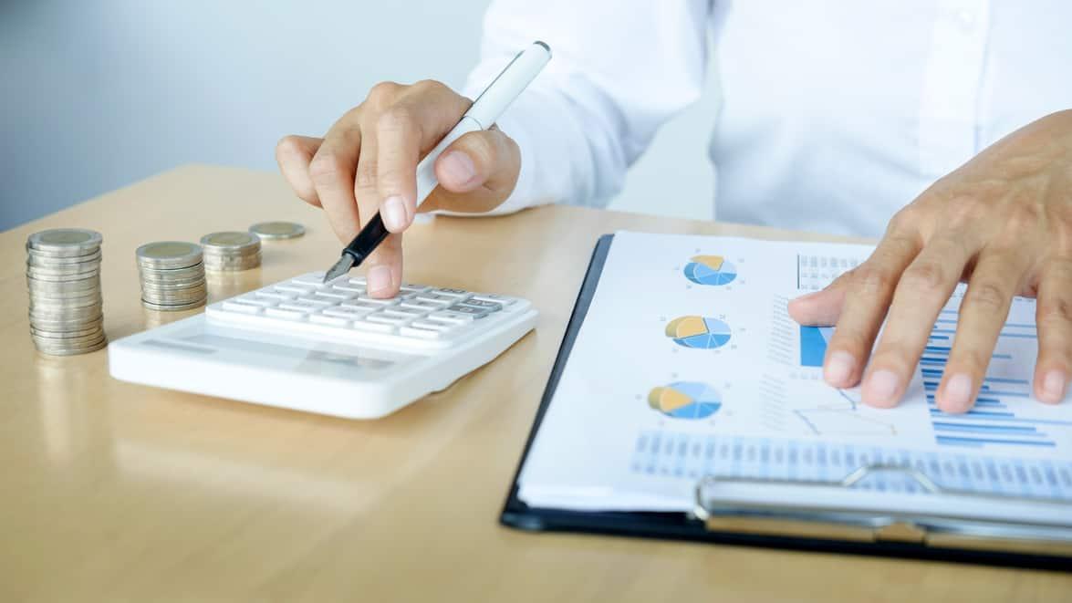 Finančný poradca a expert na financie v oblasti životného poistenia, investícií, dôchodkov a hypoték.